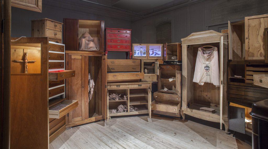 Installation udført af Kunstnergruppen Versus