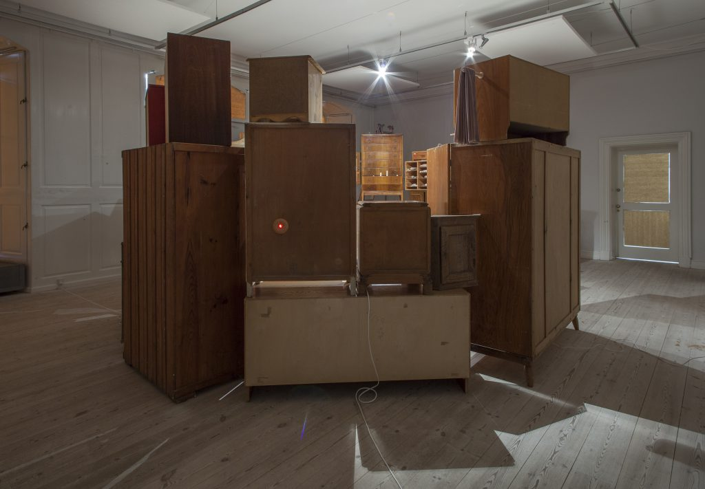 ane-fabricius-christiansen_hun_versus_installation_skulptur_sculpture_keramik_ceramics_copenhagen_8